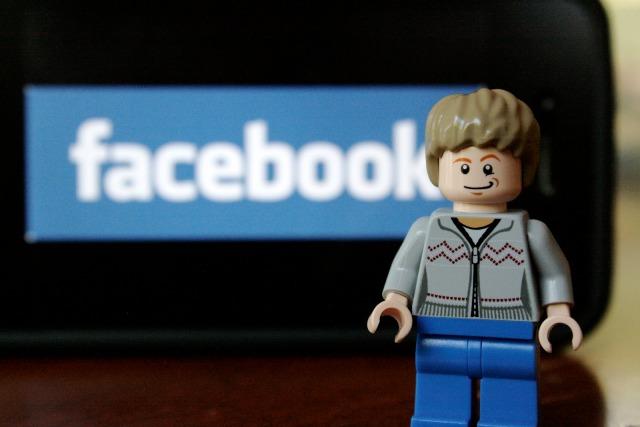 lego-social-media