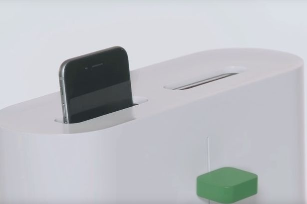 Toaster-which-sterilizes-your-phone