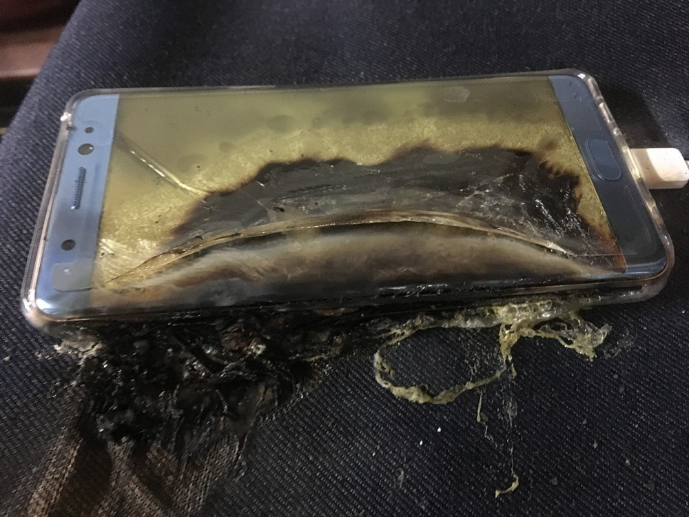 explosive-start-for-samsung-galaxy-note-7-more-phones-catch-fire-while-charging-507793-41